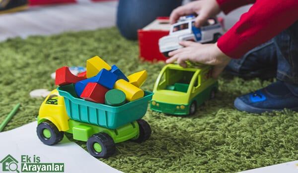 Evde oyuncak paketleme işi