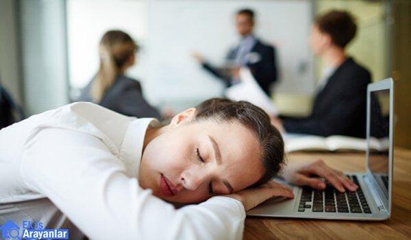 Çalışanların iş yerinde uyumasına izin vermeli misiniz?   Evde ek ...